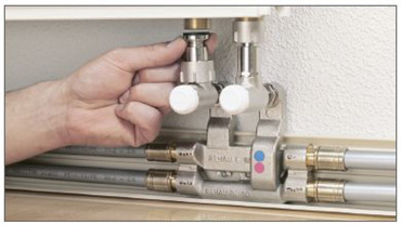 Connect the telescopic corner screw joint set to the valve-regulated radiator