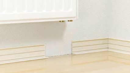 Installed skirting trunking base RAUSOLO with recess